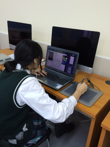 Image of SIPFLS student in computer lab