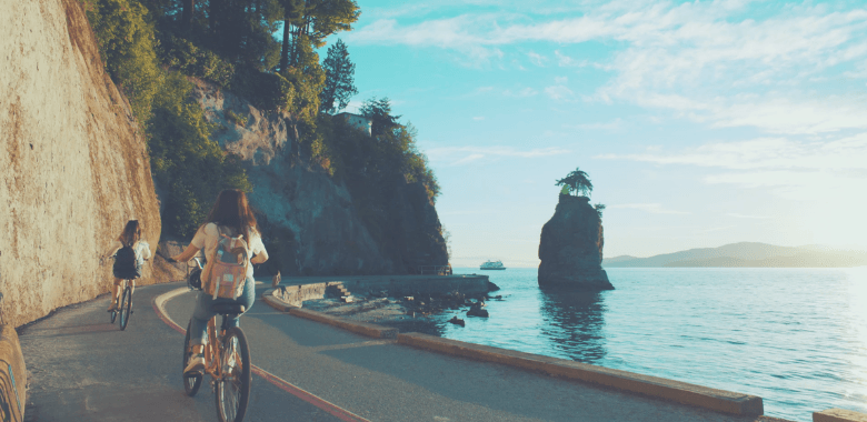 Image of the Stanley Park seawall in British Columbia