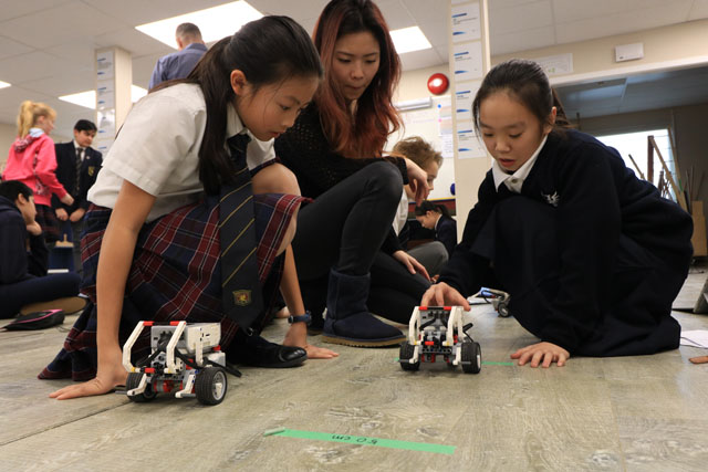 Meadowridge Students testing robots