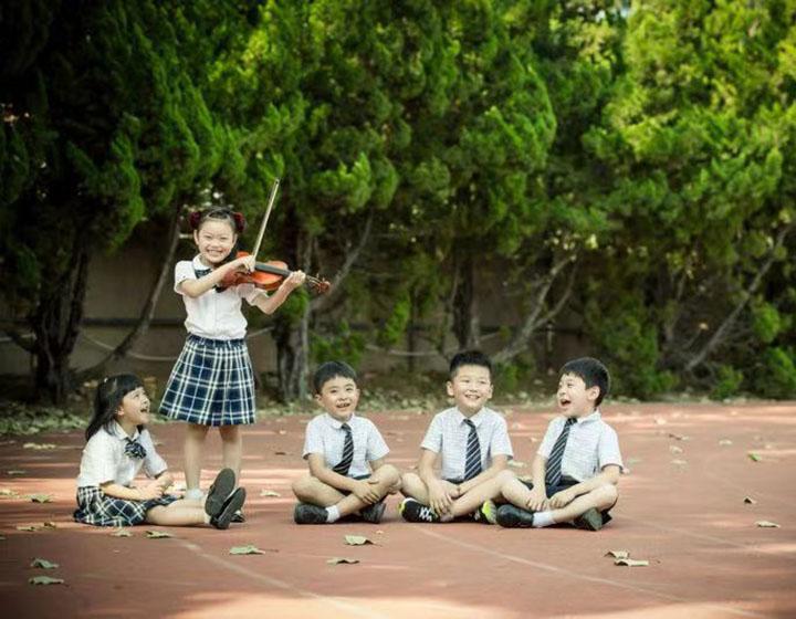 Chaoyin International School students playing violin