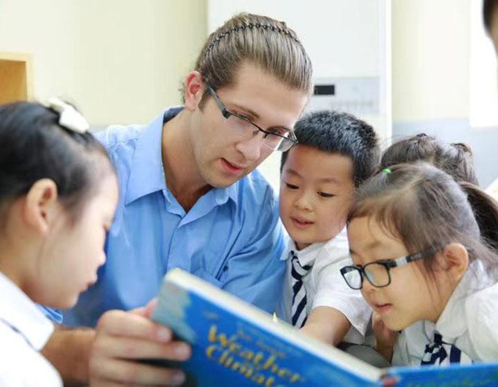 Chaoyin International School students and teacher